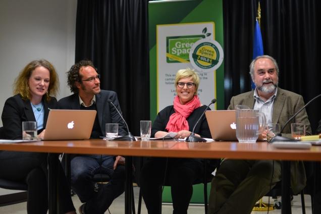 Christoph Schindler (2. von links) und Professor Rockwell bei der