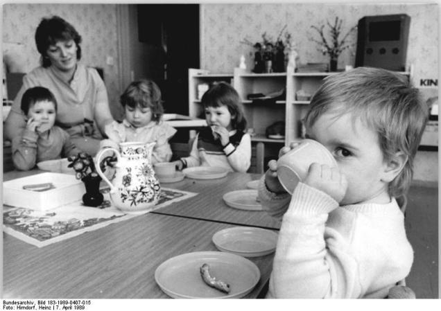 Kramsdorf, Krippenkinder beim Essen
